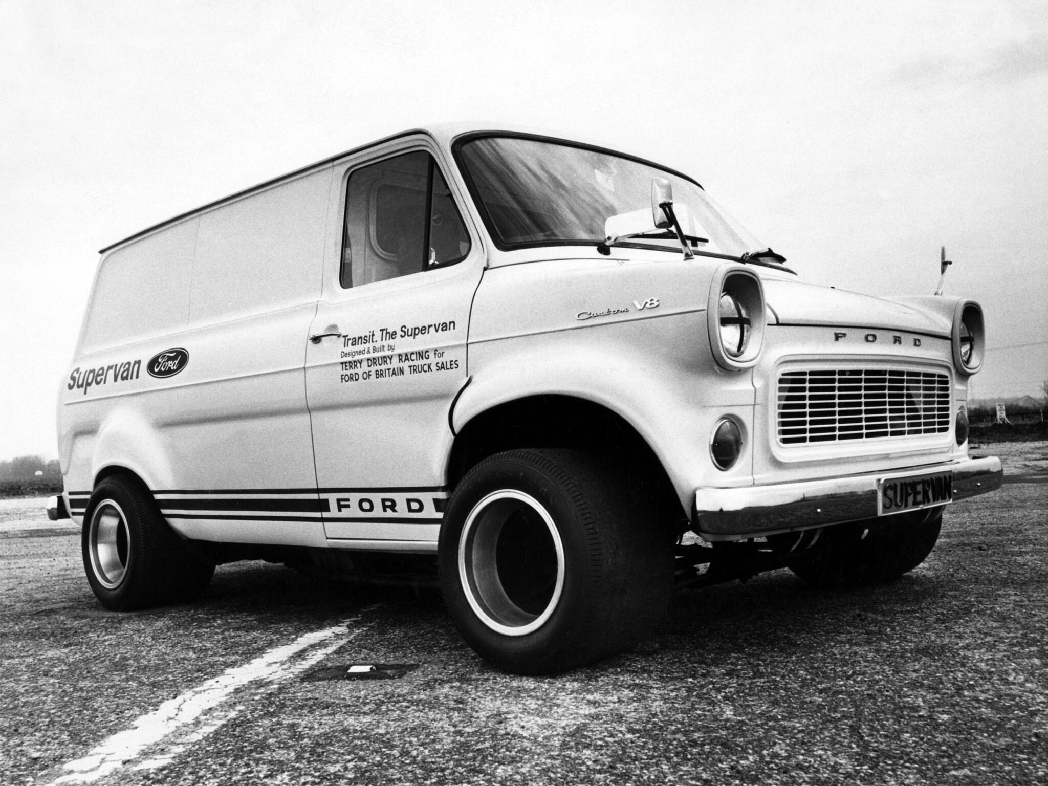 Ford Transit Supervan 1971 - photo Ford