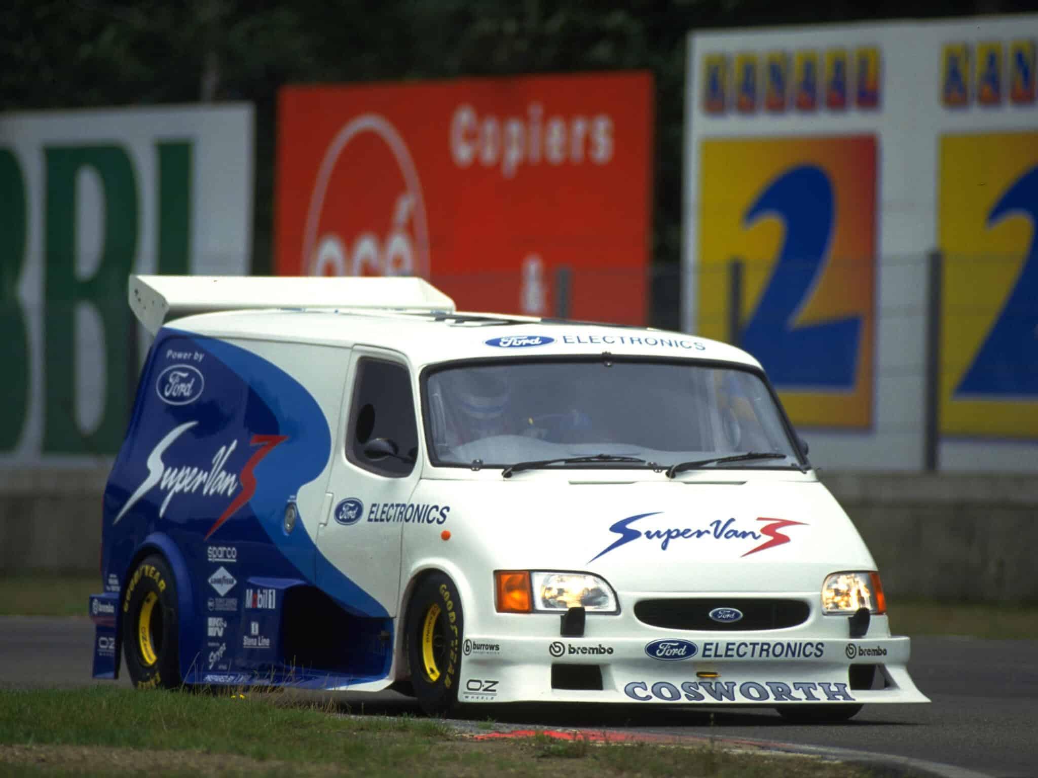 Ford Transit Supervan 1995 - photo Ford