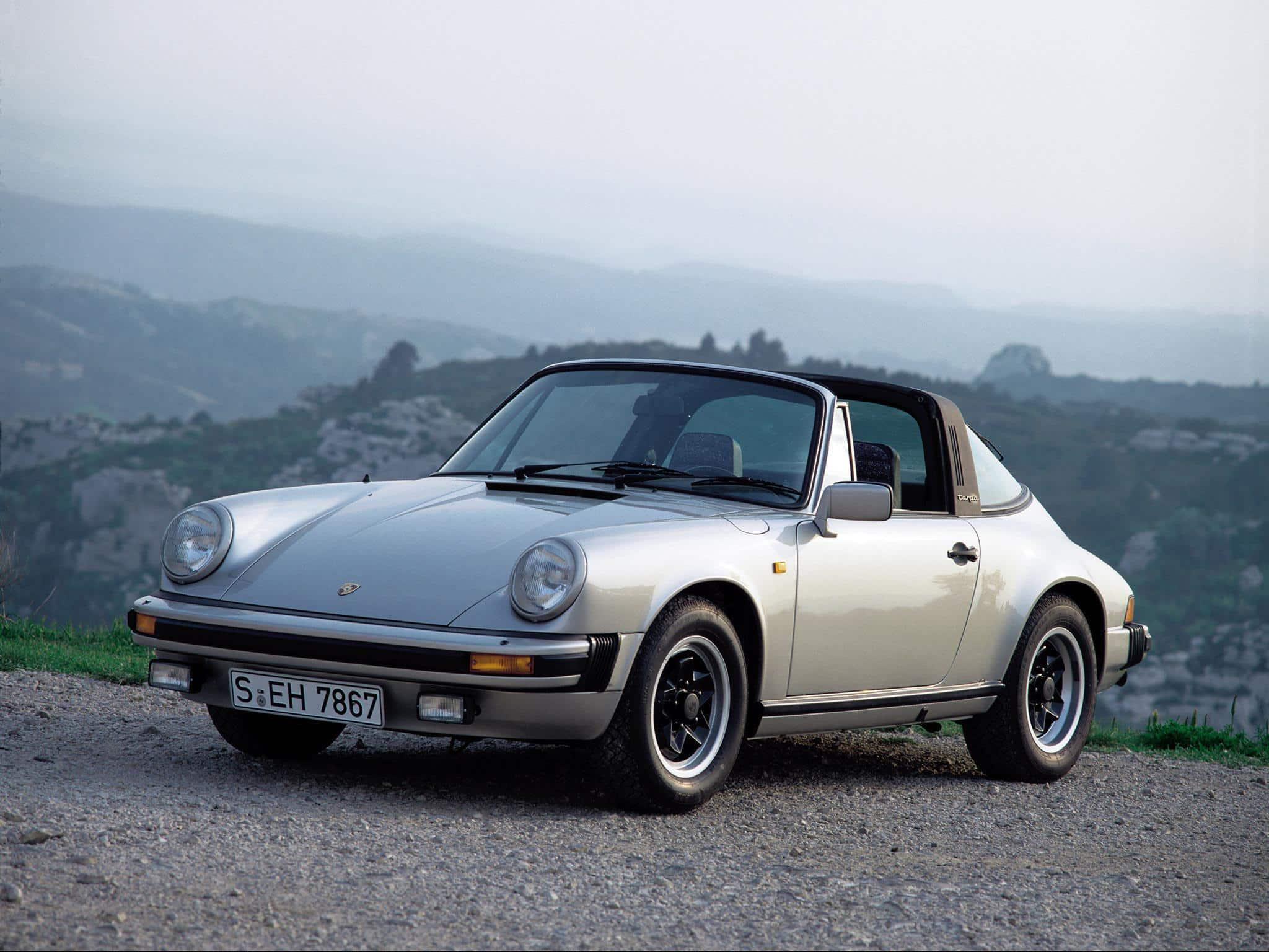 Porsche 911 Targa SC 3.0 1980-1983 vue AV - photo Porsche