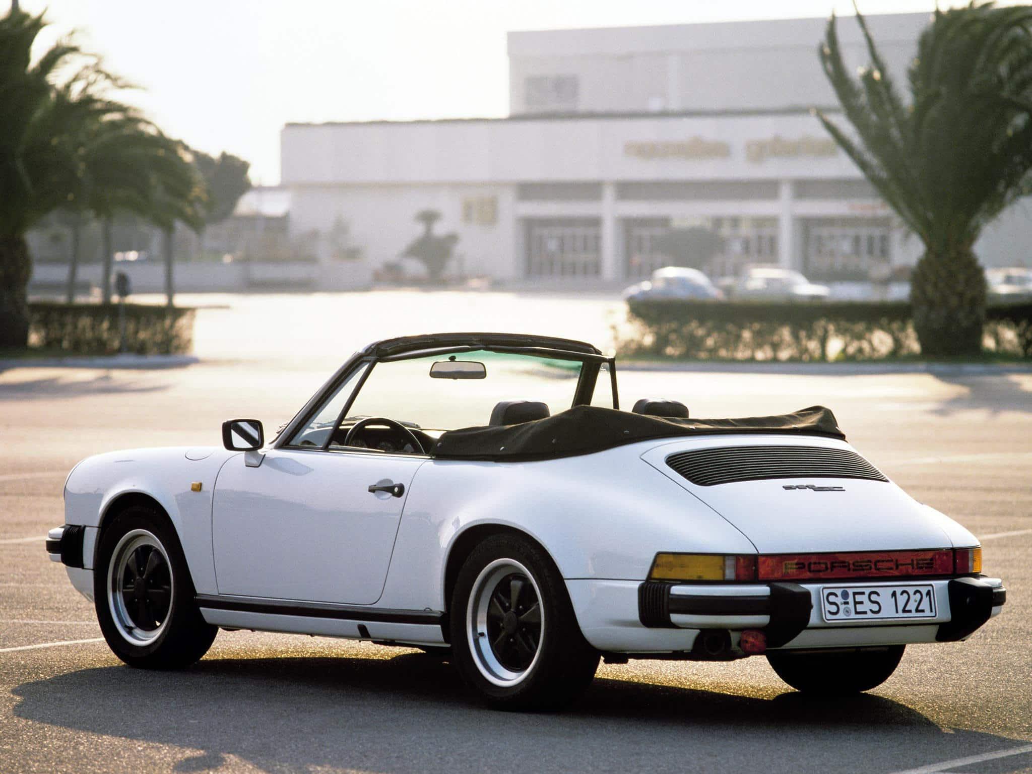 Porsche 911 Cabriolet SC 3.0 1983 vue AR - photo Porsche