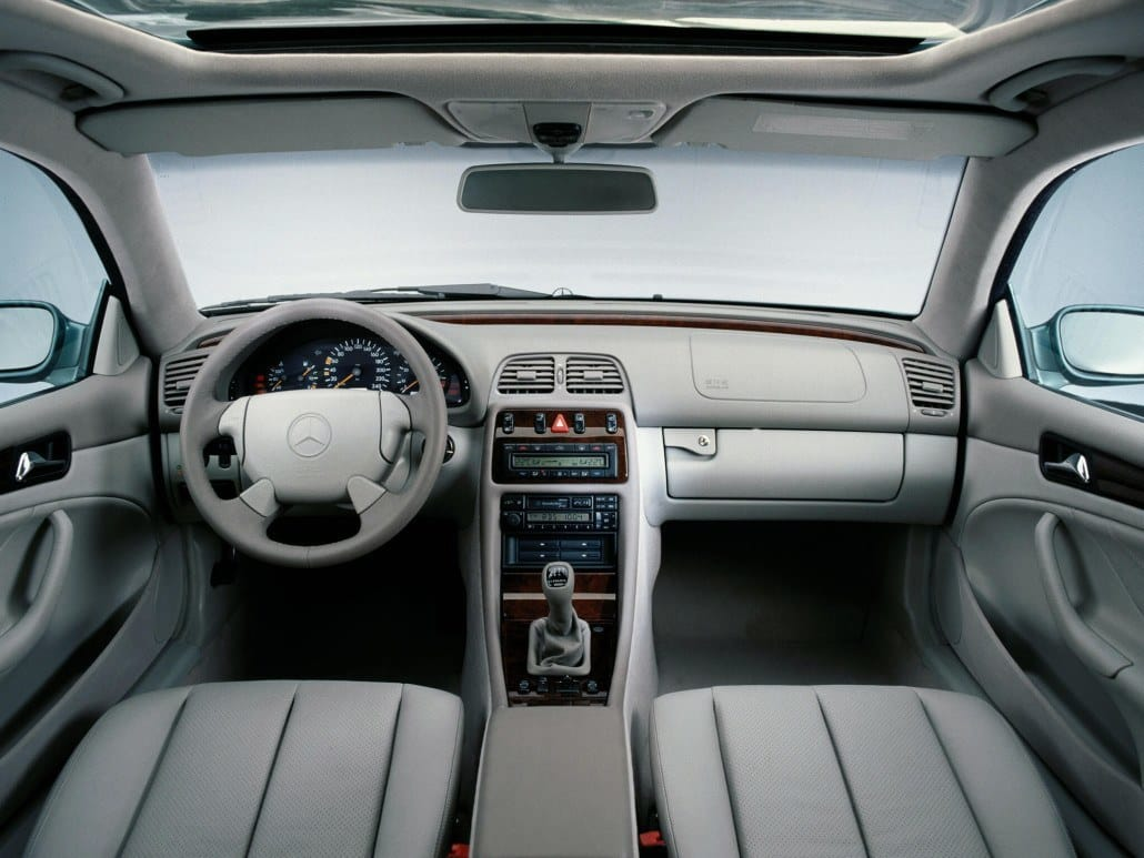 Mercedes benz clk c208 auto forever for Interieur mercedes