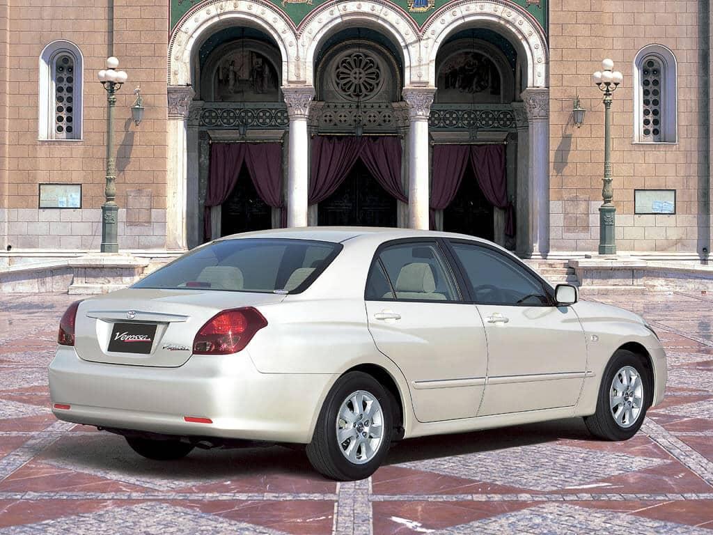 Toyota Verossa 2001-2004 vue AR - photo Toyota