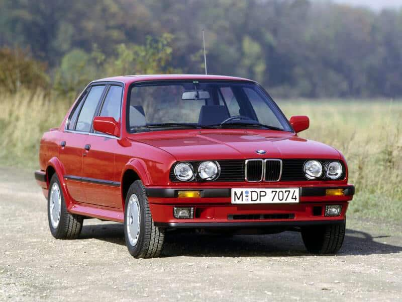 BMW Série 3 E30 quatre portes 325iX 1987-1991 vue AV - photo BMW