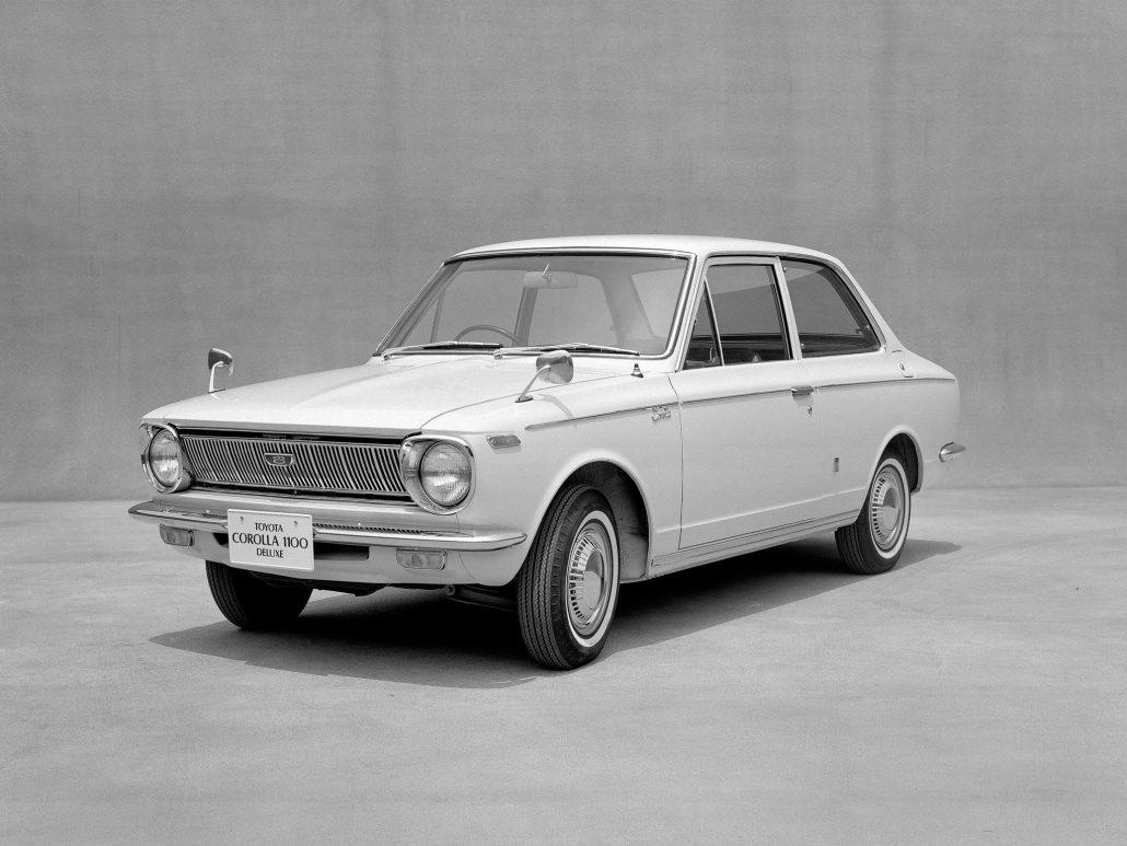 Toyota Corolla coach 1966-1969 vue AV - photo Toyota
