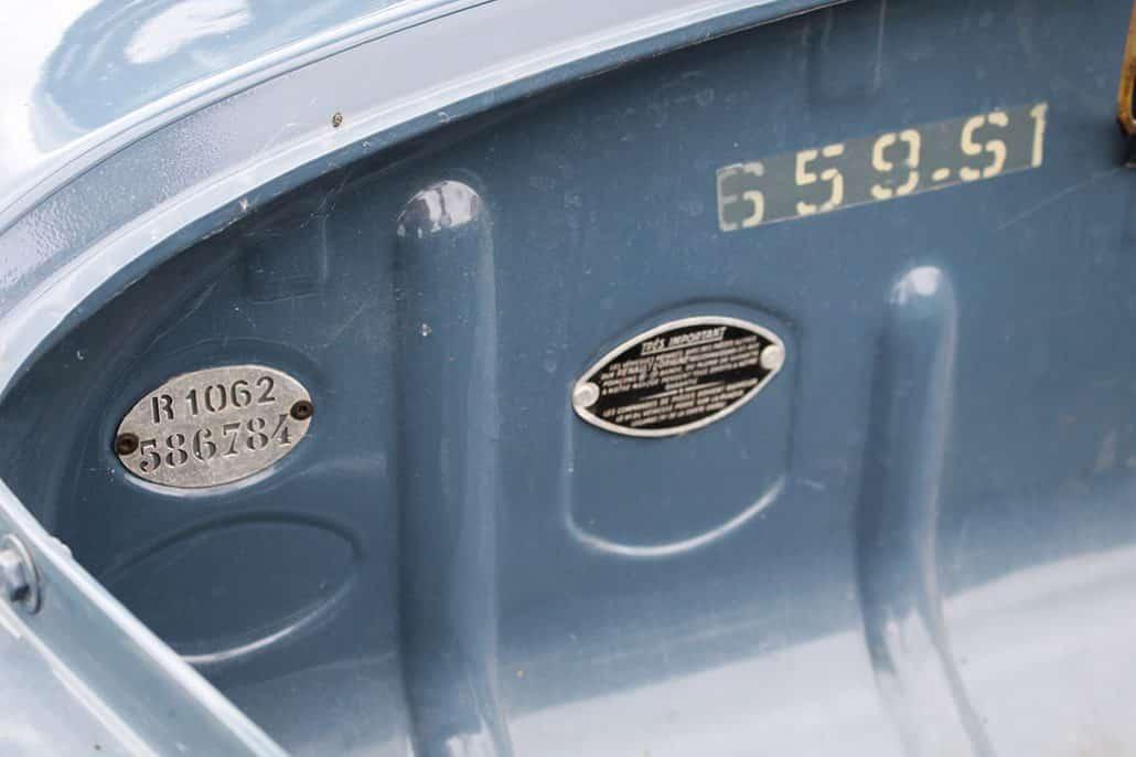 Plaque version et code couleur carrosserie Renault 4CV 1956