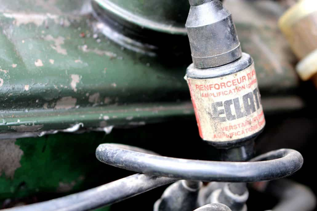 Renforceur d'allumage Eclator du moteur de la Renault 4CV