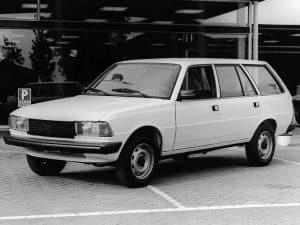 Peugeot 305 break 1980-1982 vue AV - photo Peugeot