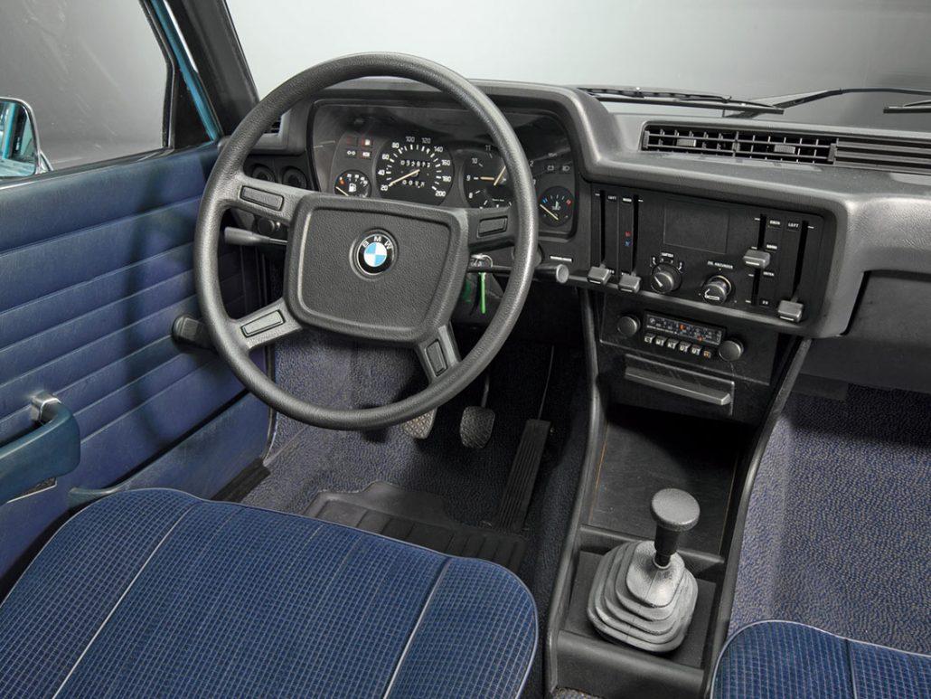 Bmw s rie 3 e21 histoire et fiche technique auto forever for Interieur e30