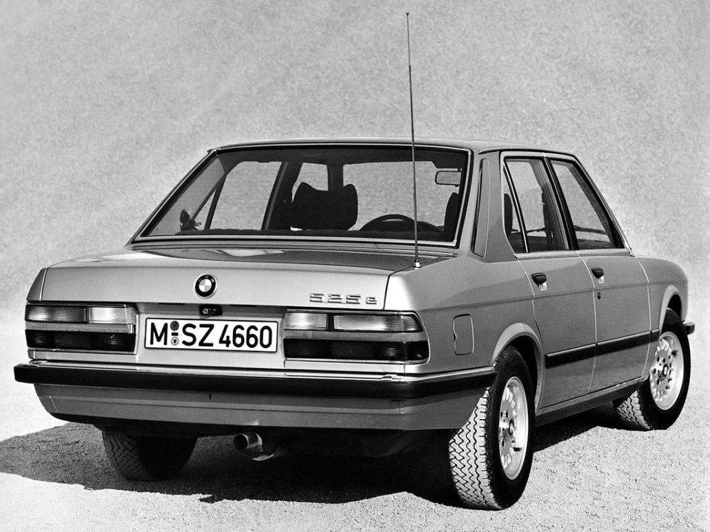 BMW Série 5 E28 525e 1983-1988 vue AR - photo BMW