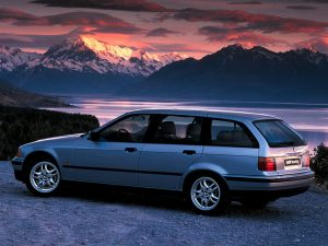 BMW Série 3 E36 Touring 1995-1996 vue AR - photo BMW