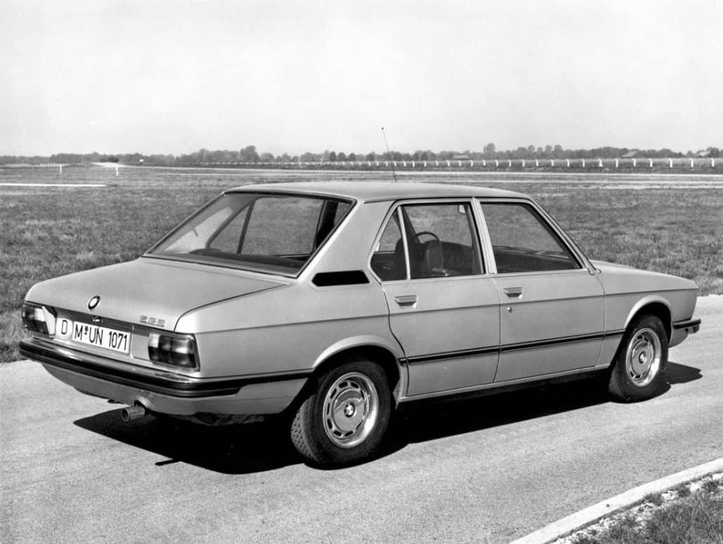 BMW Série 5 E12 525 1973-1976 vue AR - photo BMW