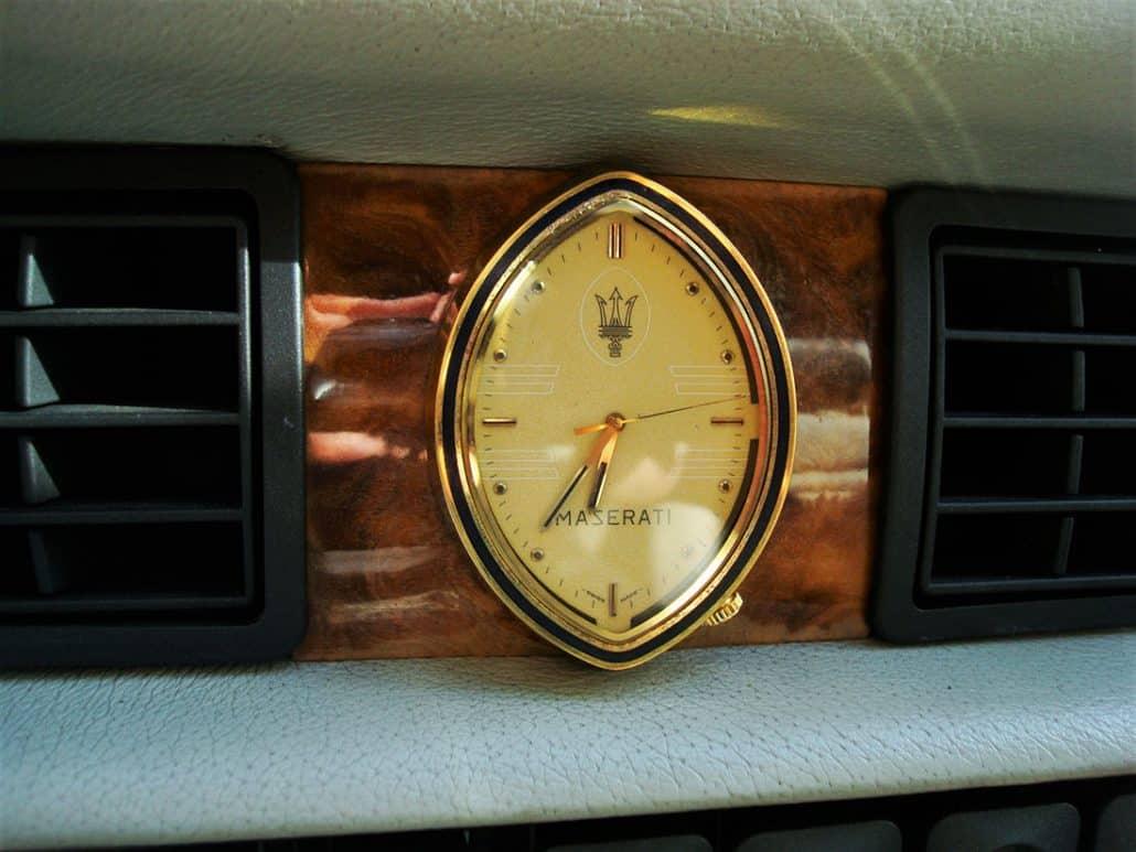 La fameuse horloge, symbole du luxe Maserati - photo Alexandre Guirao