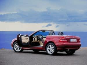 Une SLK 320 vous invite à prendre la route - photo Mercedes-Benz