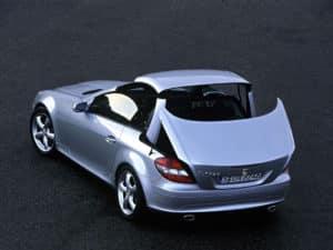 Le mécanisme de toit en action sur la SLK R171 - photo Mercedes-Benz