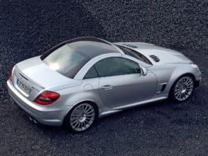 Ce roadster est un coupé : le toit ne s'escamote pas sur la SLK 55 AMG Black Series - photo Mercedes-Benz