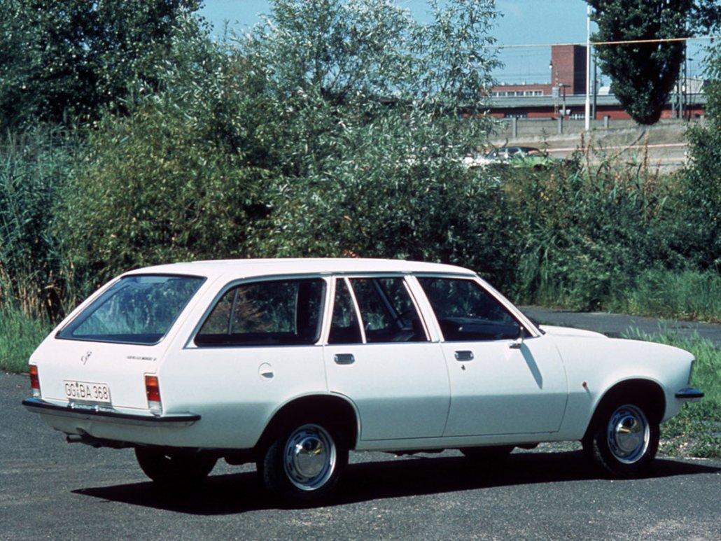 Opel Rekord D Caravan 5 portes 1972-1977 vue AR - photo Opel