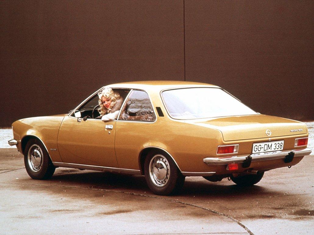 Opel Rekord D Coupé 1972-1977 vue AR - photo Opel